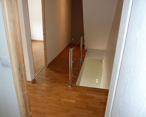 descente d escalier des marches fleuries with descente d escalier top la deco des escaliers. Black Bedroom Furniture Sets. Home Design Ideas